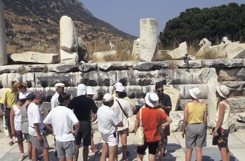 Ruínas antigas dos turistas imagem de stock