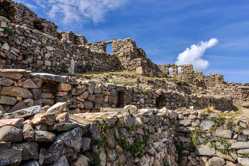 Ruínas antigas em Isla del Sol no lago Titicaca em Bolívia imagem de stock