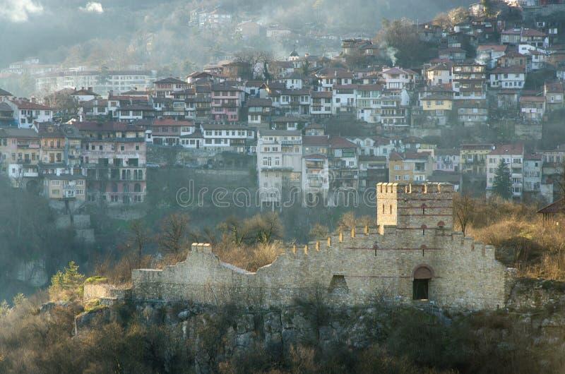 Ruínas antigas em Veliko Tarnovo, Bulgária foto de stock