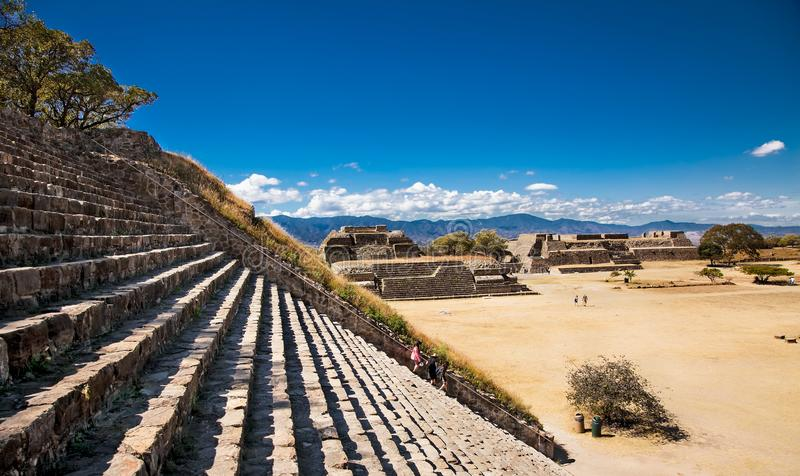 Ruínas antigas Monte Alban em Oaxaca, México imagem de stock