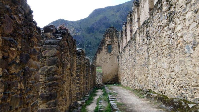 Ruínas arqueológicos de Pinkuylluna no Peru imagem de stock royalty free