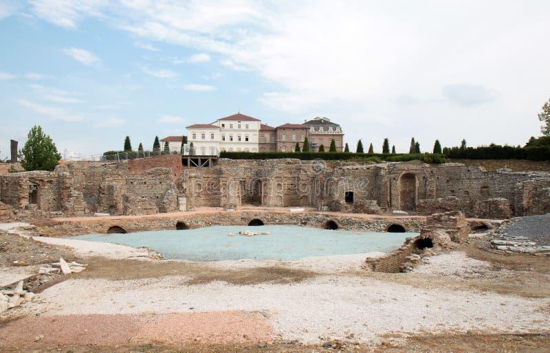 Ruínas atrás de Royal Palace em Venaria Reale, Italy imagens de stock
