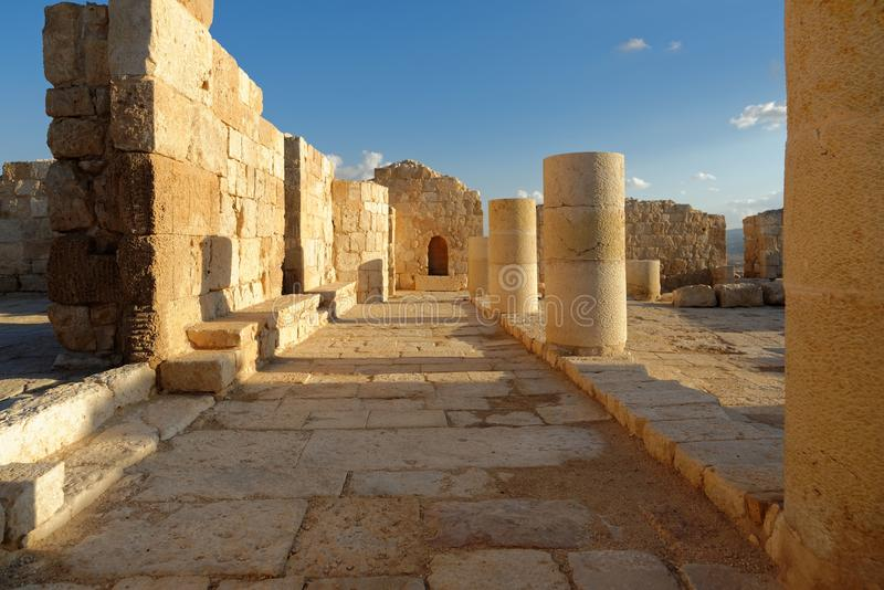 Ruínas cênicos do templo antigo no por do sol fotos de stock