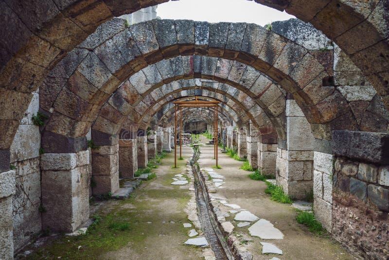 Ruínas da ágora, local arqueológico em Izmir, Turquia imagens de stock