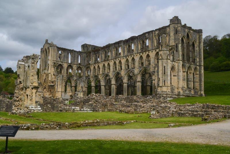 Ruínas da abadia de Rievaulx em NorthYorkshire foto de stock royalty free