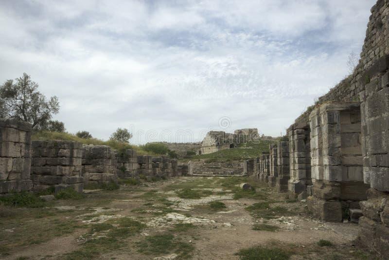 Ruínas da associação antiga do banho de Fausta na cidade antiga de Miletus, Turquia imagens de stock