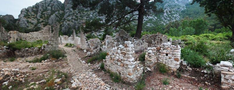 Ruínas da cidade de Olympos do grego clássico perto de Cirali, Turquia imagem de stock