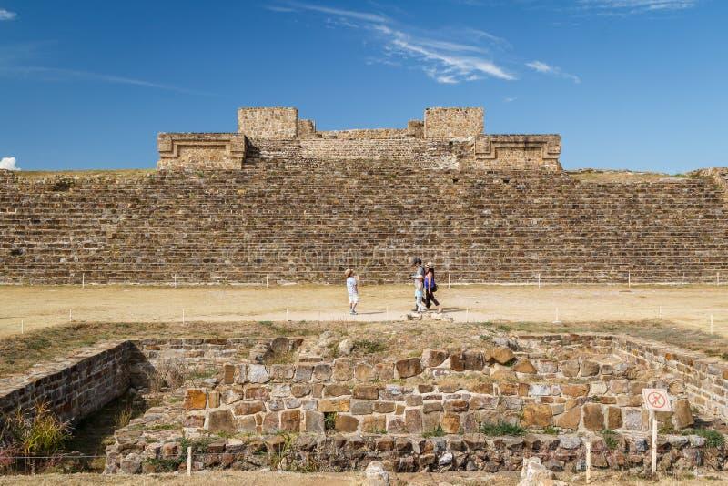 Ruínas da cidade Monte Alban do pre-hispânico do zapotec, Oaxaca fotografia de stock