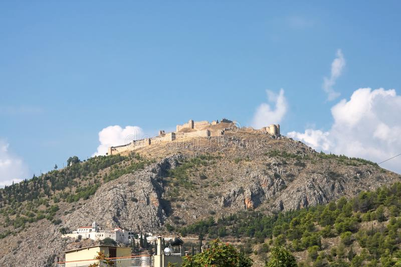 Ruínas da fortaleza Argos no monte Larissa peloponnese fotografia de stock royalty free