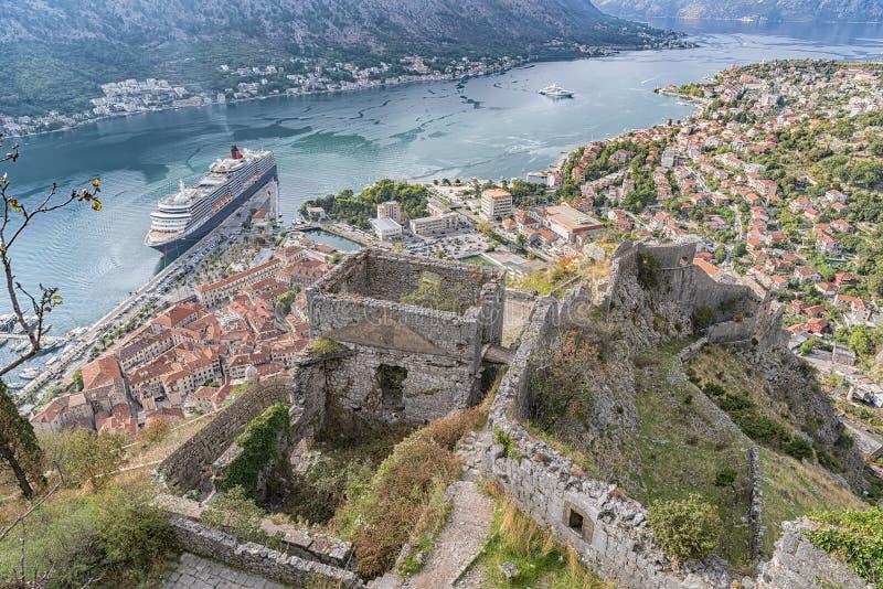 Ruínas da fortaleza de Kotor imagem de stock