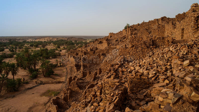 Ruínas da fortaleza de Ouadane em Sahara Mauritania fotografia de stock