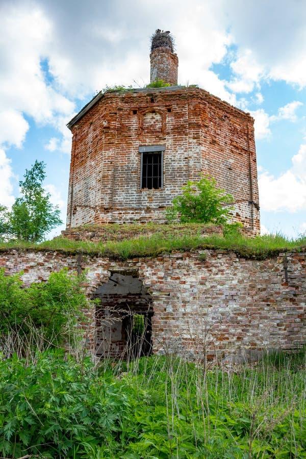 Ruínas da igreja abandonada de St John o evangelista do século XVIII imagem de stock