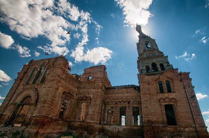 Ruínas da igreja ortodoxa, região de Saratov, Rússia fotos de stock royalty free