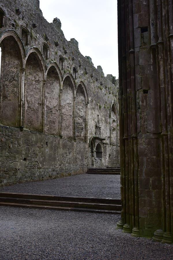 Ruínas da igreja sem telhado imagens de stock royalty free