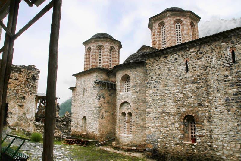 Ruínas de Agios Dimitrios Monastery, sob a montagem Olympos, Grécia fotografia de stock