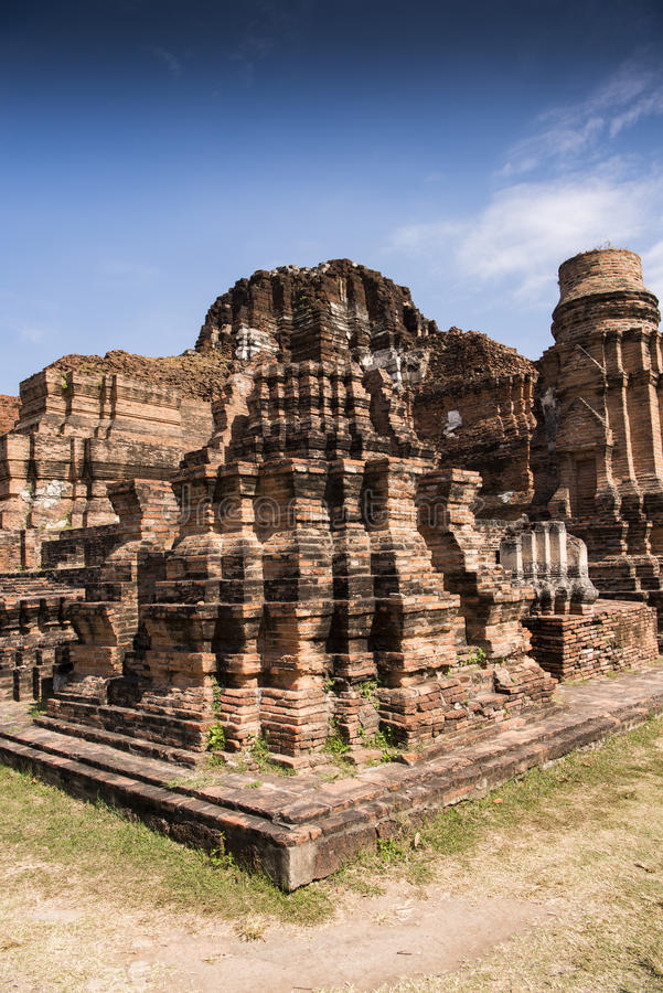 Ruínas de Ayutthaya na luz do sol brilhante imagens de stock