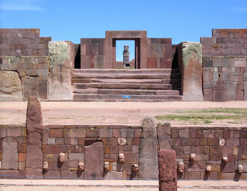 Ruínas de Bolívia, de Tiwanaku, pre-Inca Kalasasaya & mais baixos templos fotografia de stock