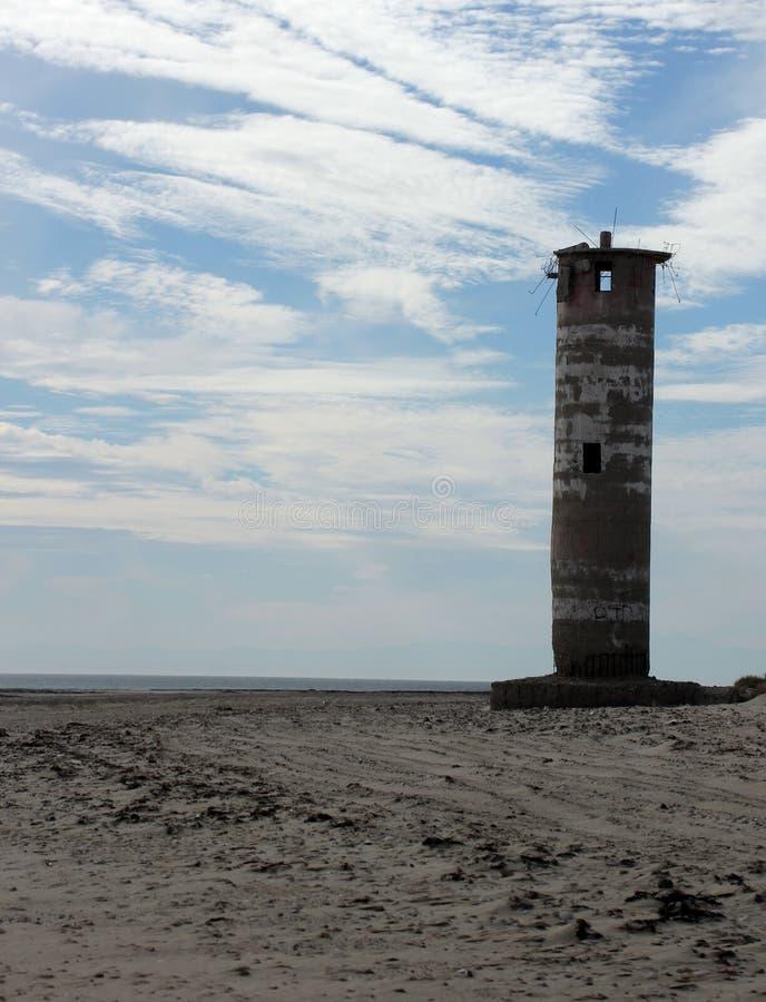Ruínas de desintegração do farol na linha costeira de mar de Cortez perto do EL Golfo de Santa Clara, Sonora, México imagem de stock royalty free