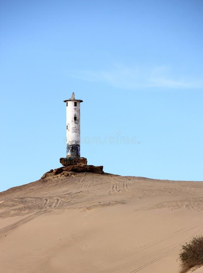 Ruínas de desintegração do farol na linha costeira de mar de Cortez perto do EL Golfo de Santa Clara, Sonora, México fotos de stock