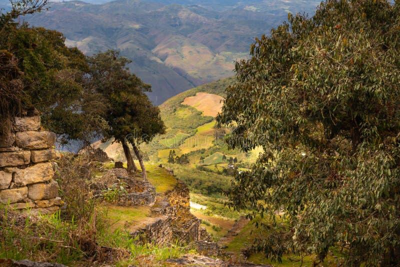 Ruínas de Kuelap na região de amazon de Peru fotos de stock