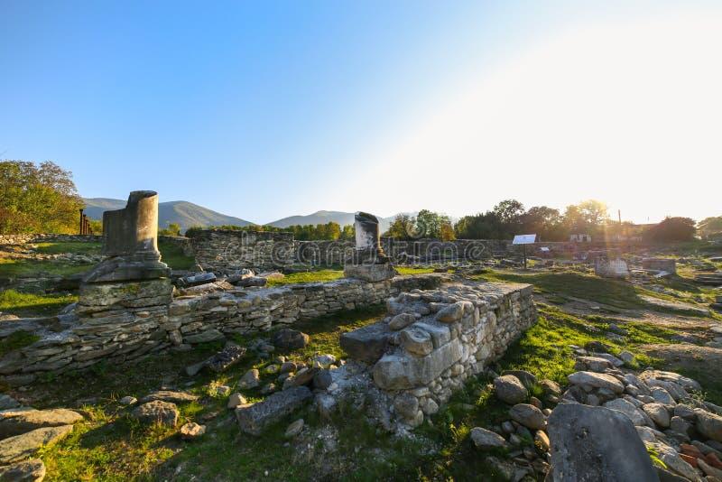Ruínas de Roman Empire no Colonia Ulpia Traiana Sarmizegetusa imagens de stock