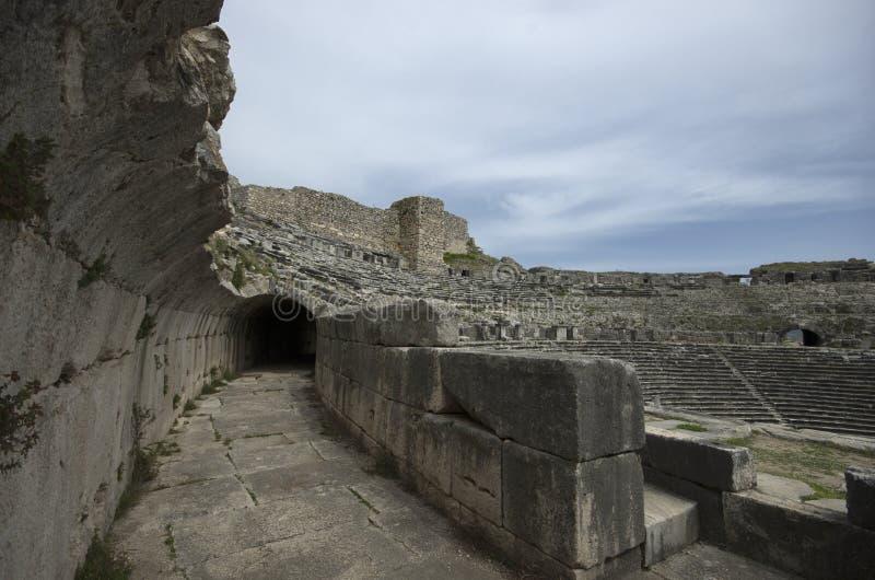 Ruínas de theaterRuins da cidade antiga de Miletus do teatro da cidade antiga de Miletus imagens de stock