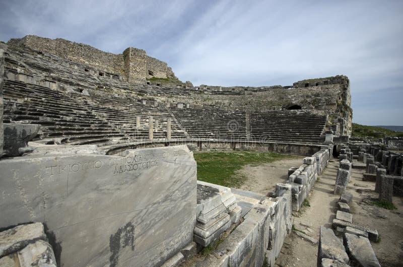 Ruínas de theaterRuins da cidade antiga de Miletus do teatro da cidade antiga de Miletus imagens de stock royalty free