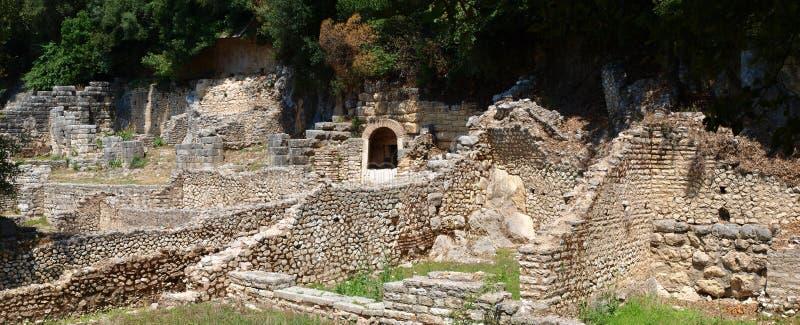 Ruínas de um teatro em Butrint, Albânia foto de stock