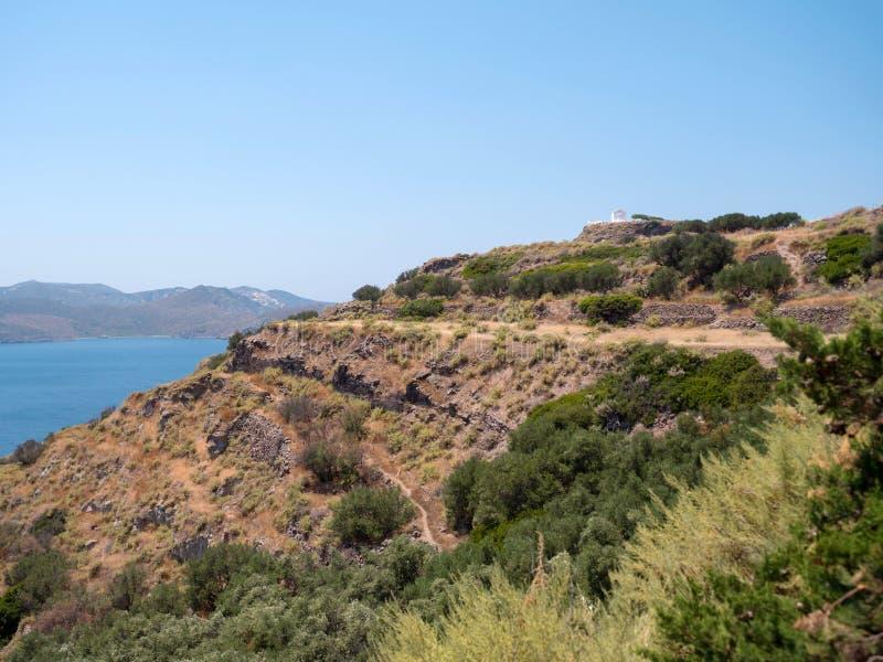 Ruínas de um teatro romano em Milos Island fotos de stock royalty free