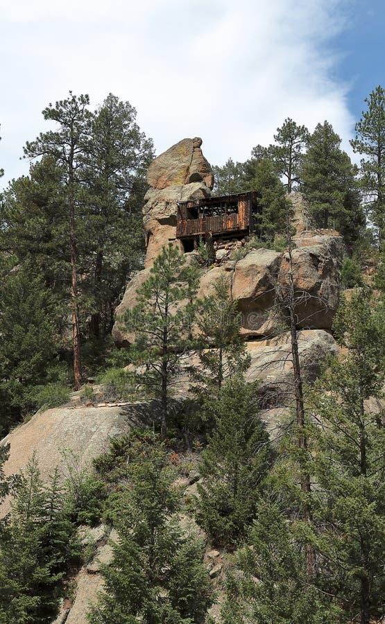 Ruínas de uma cabine do vintage na rocha perto do parque da esfinge fotografia de stock royalty free