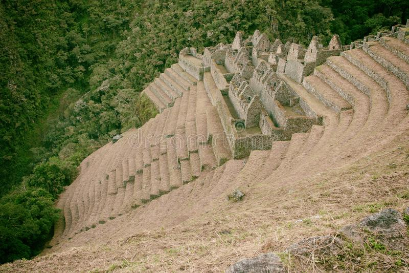 Ruínas de uma cidade antiga em Inca Trail a Machu Picchu, Peru imagens de stock royalty free