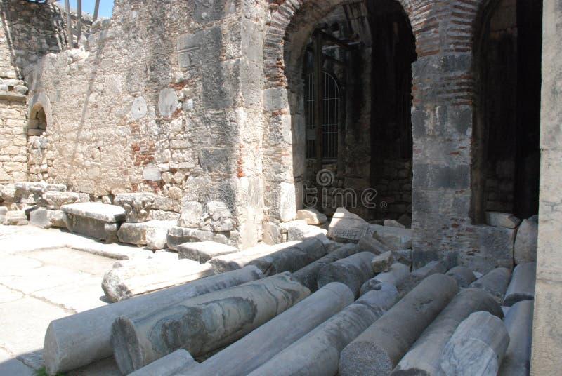 Ruínas de uma cidade antiga em Turquia perto de Antalya fotografia de stock