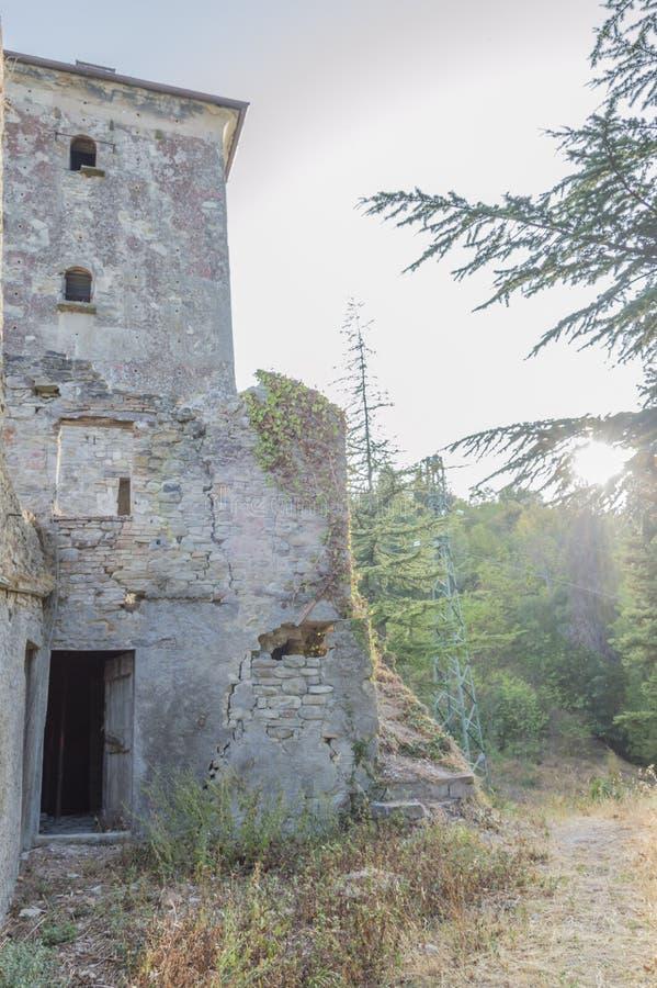 Ruínas de uma fortaleza antiga fotos de stock royalty free