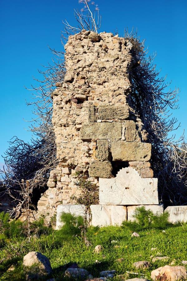 Ruínas de uma parede na estrada do rei de Lelegian da civilização de Myndos imagem de stock