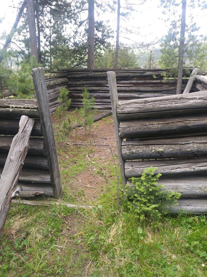 Ruínas deterioradas da cabine fotografia de stock royalty free
