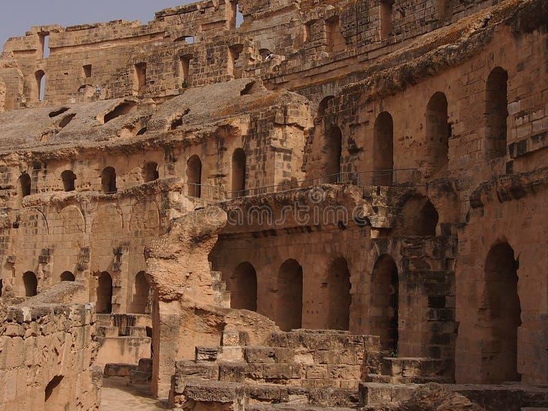Ruínas do anfiteatro romano na cidade do EL Djem fotos de stock