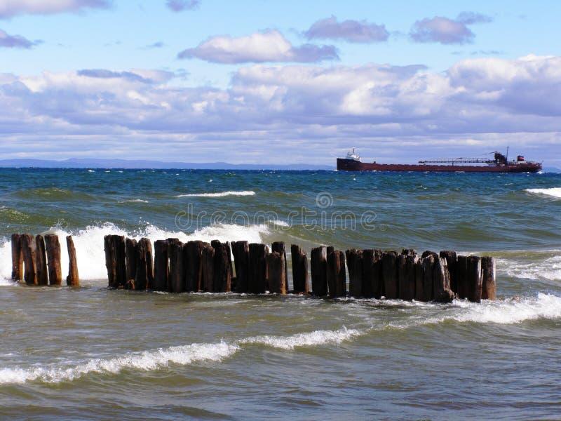 Ruínas do cais no superior de lago fotografia de stock royalty free
