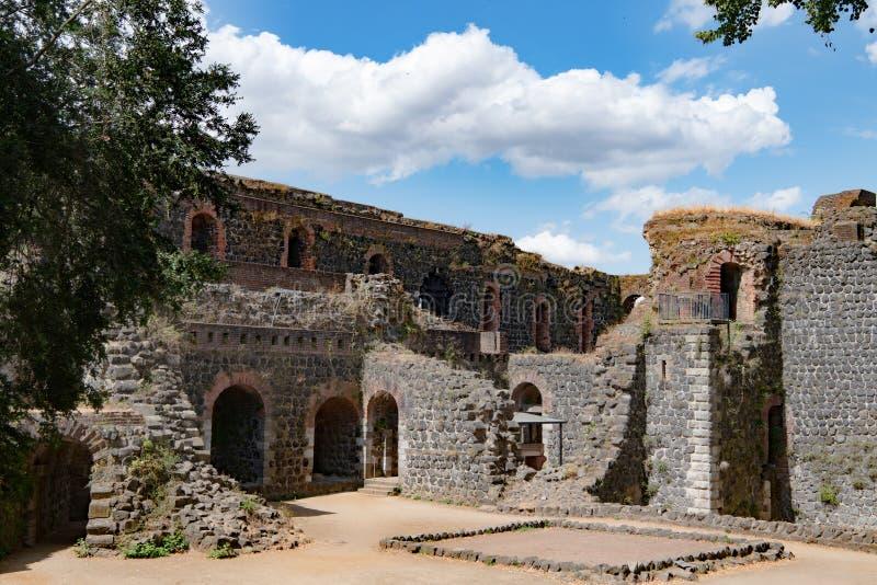 Ruínas do castelo imperial em Duesseldorf imagens de stock