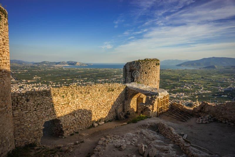 Ruínas do castelo medieval em Argos em Peloponnese em Grécia fotos de stock royalty free