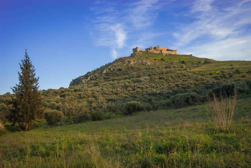 Ruínas do castelo medieval em Argos em Peloponnese em Grécia imagem de stock