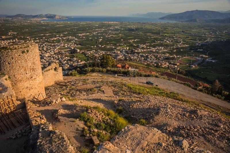 Ruínas do castelo medieval em Argos em Peloponnese em Grécia fotografia de stock royalty free