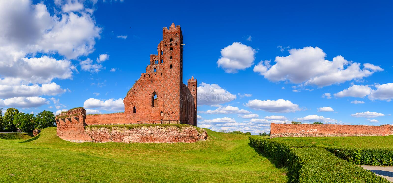 Ruínas do castelo Teutonic gótico em Radzyn Chelminski, Polônia, Europa imagem de stock