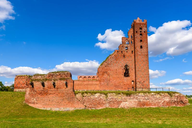 Ruínas do castelo Teutonic gótico em Radzyn Chelminski, Polônia, Europa fotografia de stock
