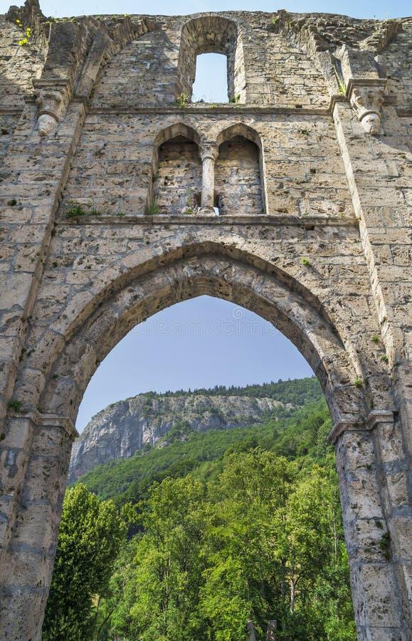 Ruínas do d& x27 de Jean de Saint da abadia; Aulps, França imagens de stock