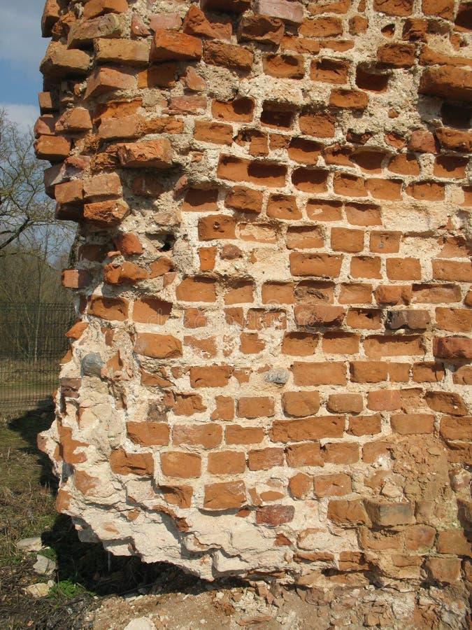 Ruínas do fechamento de Krevsky Tijolo vermelho belarus imagens de stock