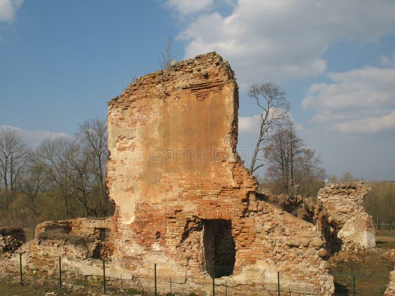 Ruínas do fechamento de Krevsky Tijolo vermelho belarus fotos de stock