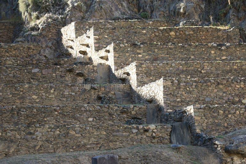Ruínas do Inca de Ollantaytambo na cidade de Ollantaytambo, Peru fotografia de stock
