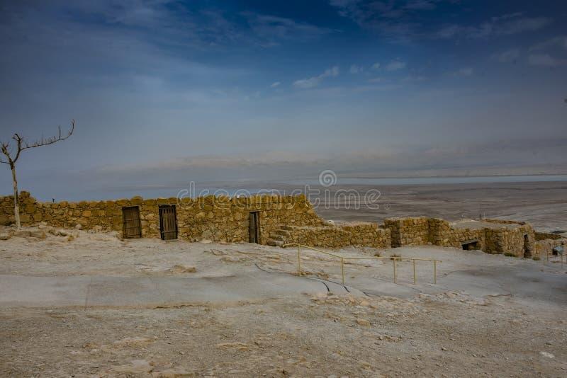 Ruínas do masada e do deserto do judea foto de stock