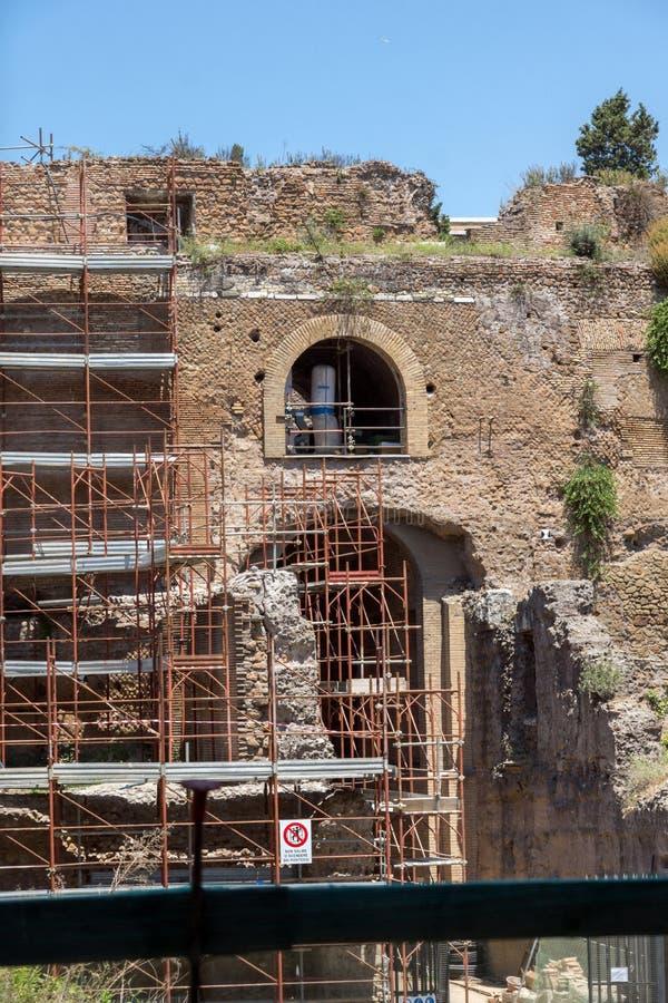 Ruínas do mausoléu de Augustus na cidade de Roma, Itália fotos de stock