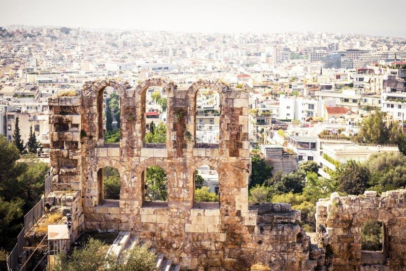 Ruínas do Odeon do Atticus na acrópole, Atenas de Herodes fotos de stock royalty free